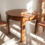 Ümmargune tammepuidust laud toolidega