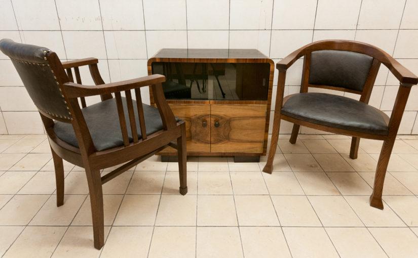 Kirjutuslauatoolide ja raadiokapi restaureerimine
