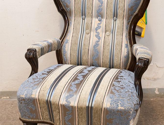 2 restaureeritud rokokoolikku tooli